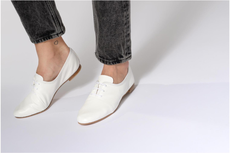 Chaussures à lacets Opéra national de Paris Elme 1421 Blanc vue bas / vue portée sac