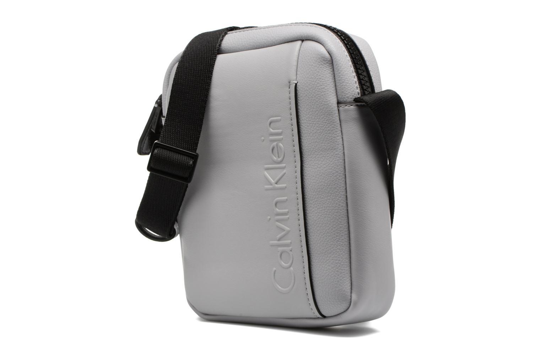 Herrentaschen Calvin Klein Elevated Mini Reporter grau schuhe getragen