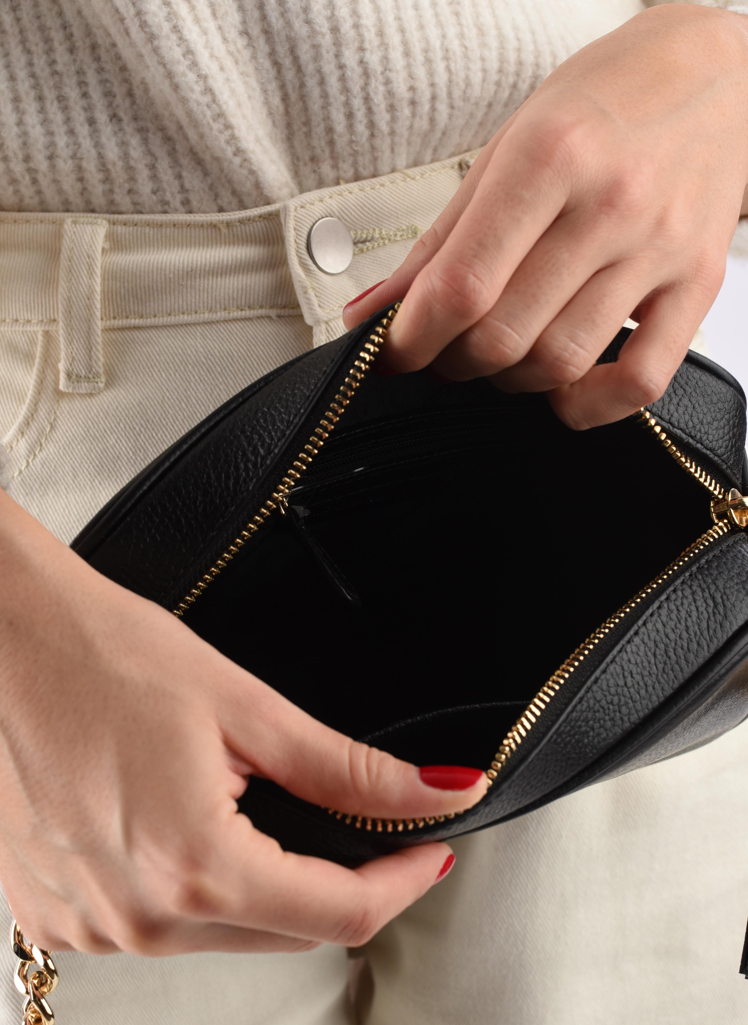 Bolsos de mano Michael Michael Kors Ginny MD Camera Bag Negro vistra trasera