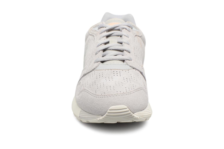 Sneakers Le Coq Sportif Omega X W Summer Flavor Beige modello indossato