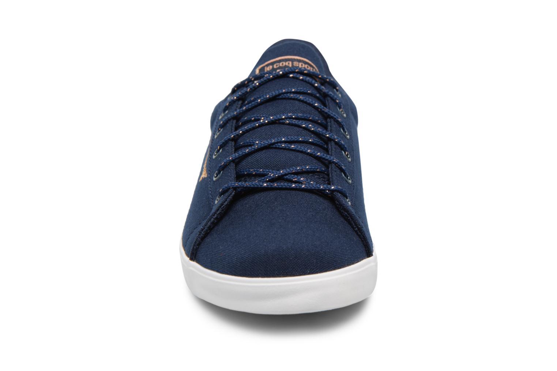 Baskets Le Coq Sportif Aagate Lo Cvs/Metallic Bleu vue portées chaussures