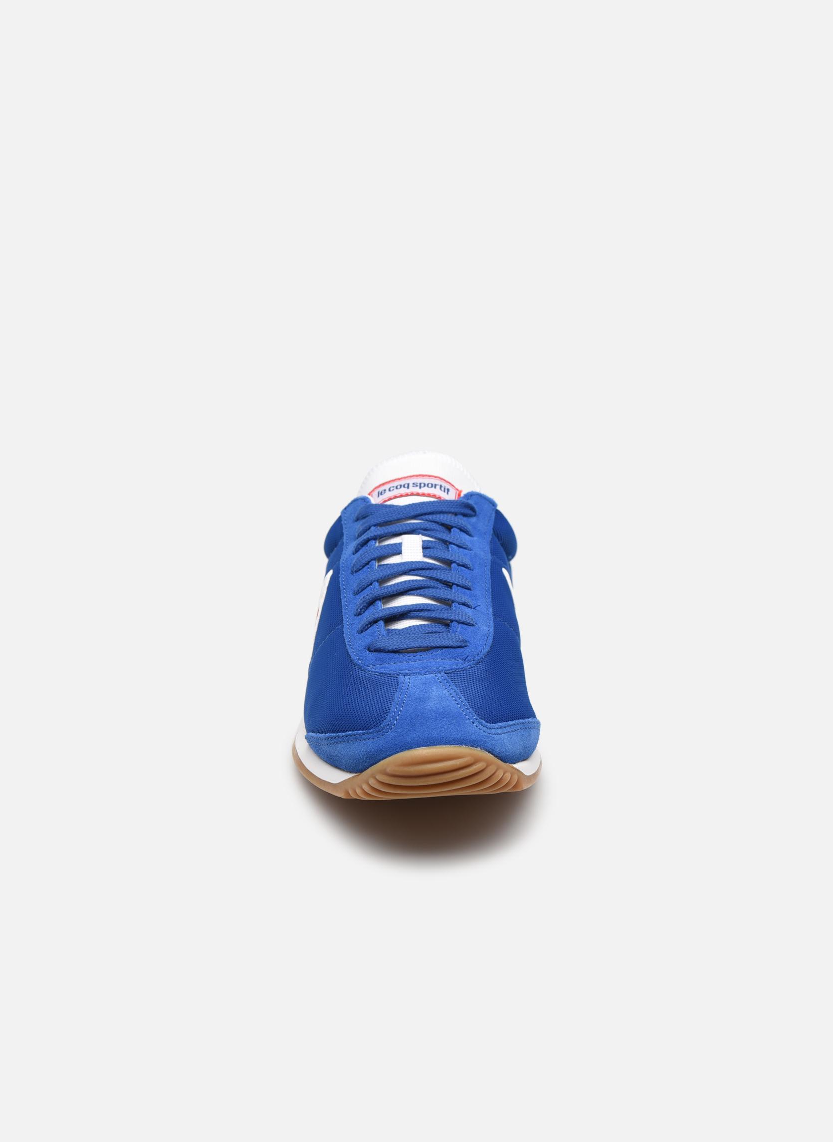 Baskets Le Coq Sportif Quartz Nylon Gum Bleu vue portées chaussures