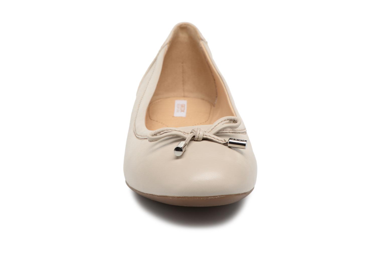 Ballerines Geox D LAMULAY D D825DD Beige vue portées chaussures