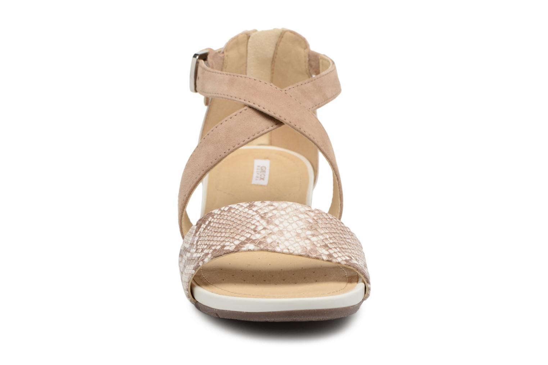 Sandales et nu-pieds Geox D FORMOSA A D8293A Beige vue portées chaussures