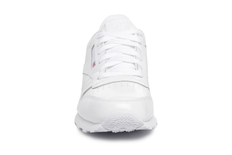 Baskets Reebok Classic Leather Patent J Blanc vue portées chaussures