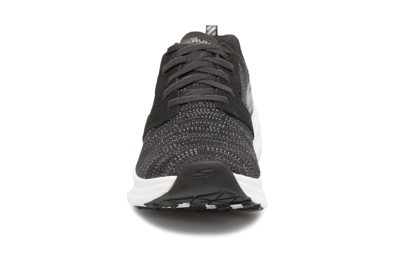 Chaussures de sport Skechers Go Run Ride 7- Noir vue portées chaussures