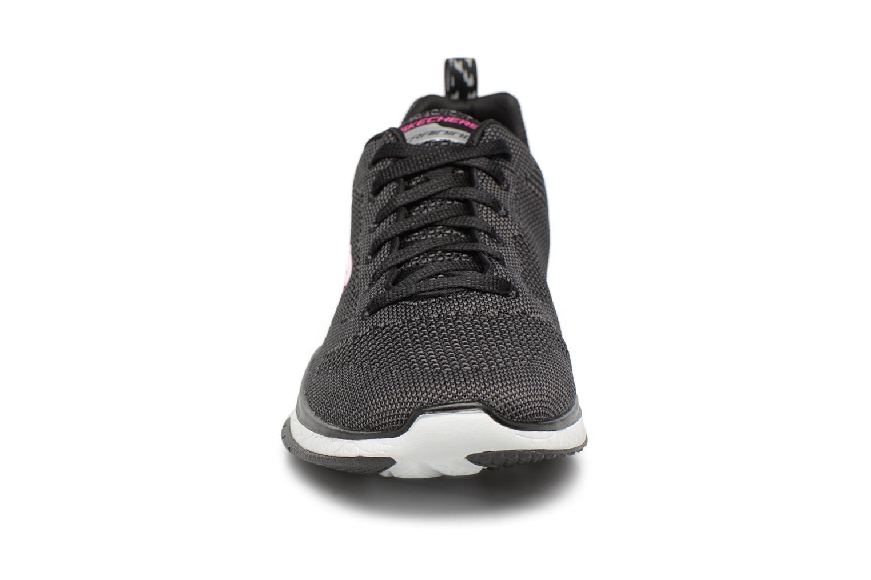 Sportssko Skechers Burst Tr-Close Knit Sort se skoene på