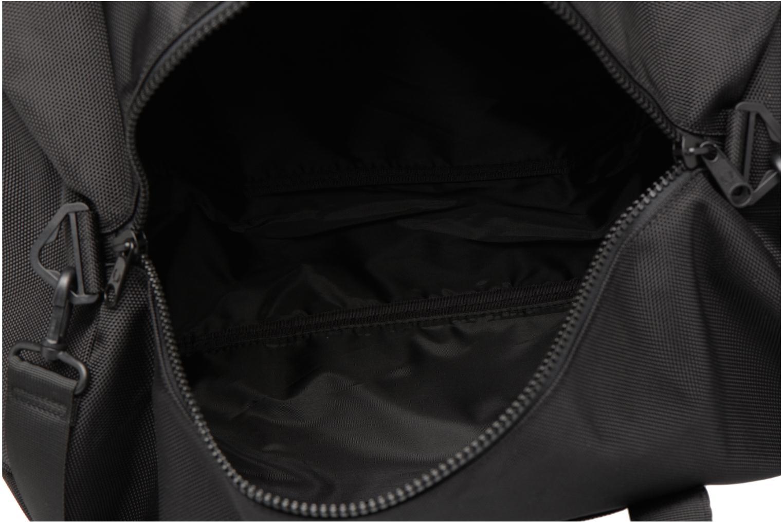 Sporttaschen Fred Perry Tonal Track Barrel Bag schwarz ansicht von hinten