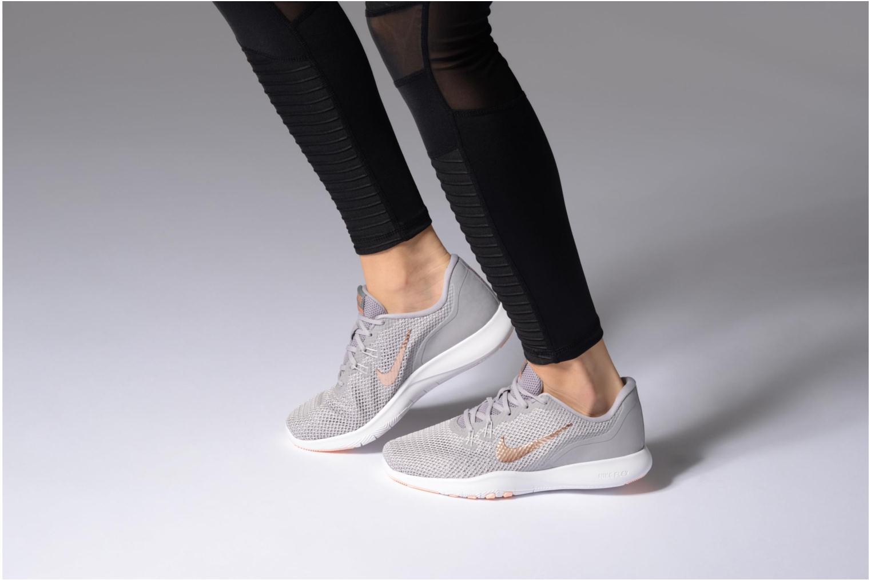 Chaussures de sport Nike W Nike Flex Trainer 7 Print Blanc vue bas / vue portée sac