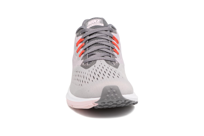 Chaussures de sport Nike Wmns Nike Zoom Winflo 4 Gris vue portées chaussures