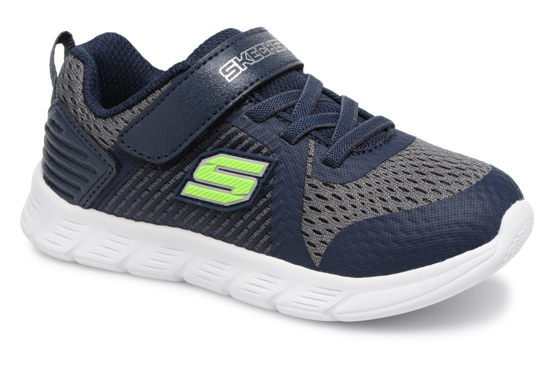 come calzano le scarpe skechers