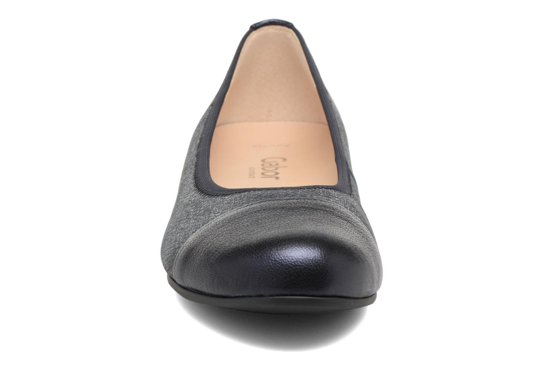 Ballerines Gabor Pola Bleu vue portées chaussures