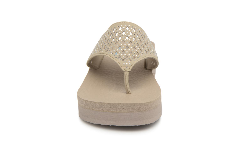 Tongs Skechers Vinyasa-#Flow Beige vue portées chaussures