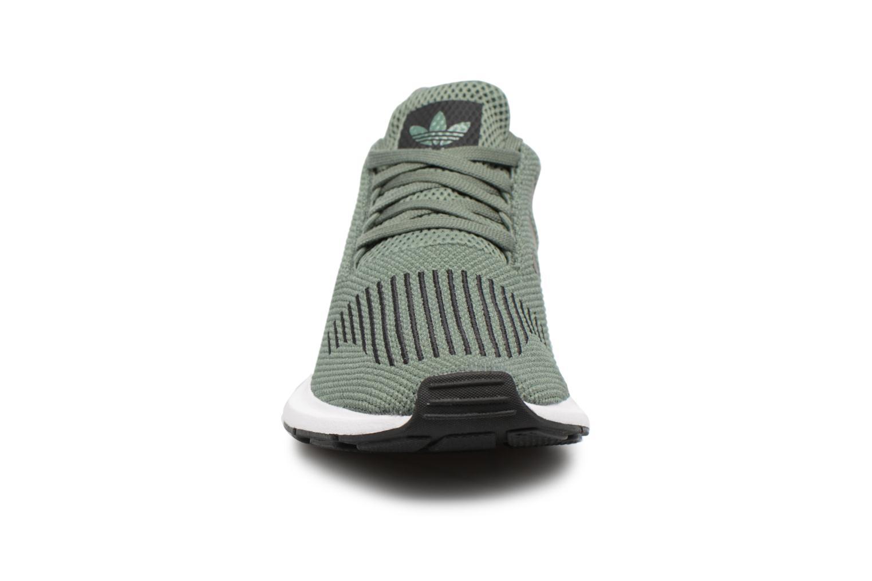 Baskets Adidas Originals Swift Run J Vert vue portées chaussures