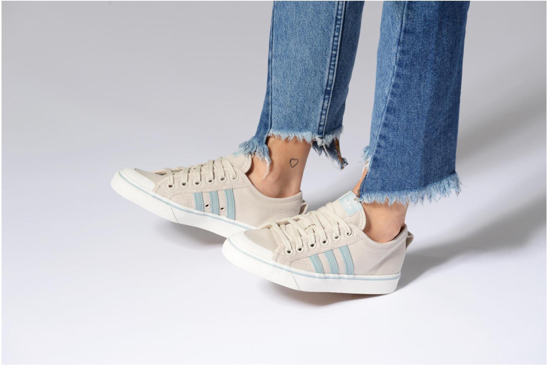 Baskets Adidas Originals NIZZA W Beige vue bas / vue portée sac