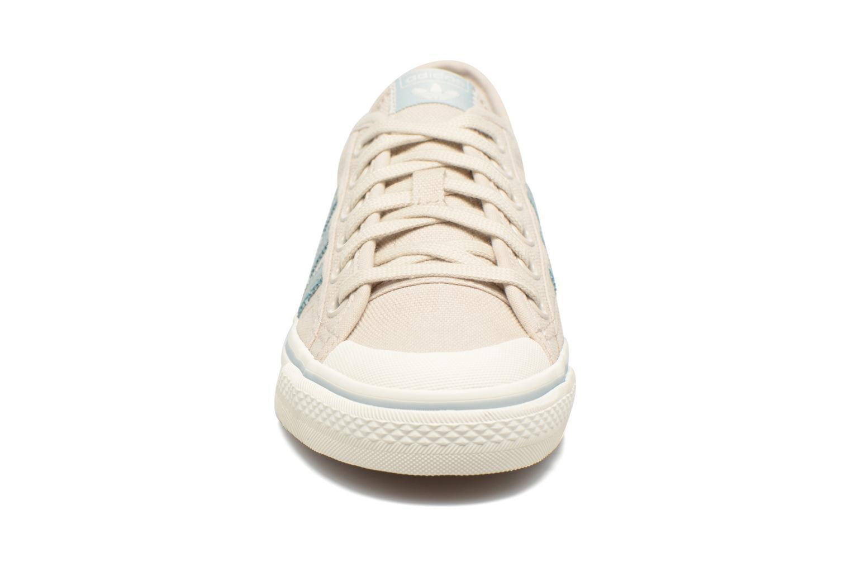 Baskets Adidas Originals NIZZA W Beige vue portées chaussures
