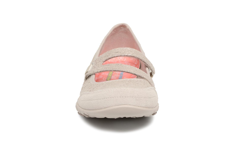 Ballerina Skechers Breathe-Easy Pretty Swagger Beige bild av skorna på