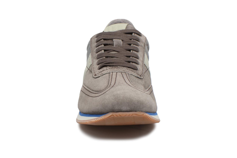 Sneakers Geox U VINTO B Grigio modello indossato
