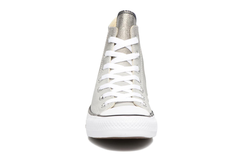 Baskets Converse Chuck Taylor All Star Ombre Metallic Hi W Gris vue portées chaussures