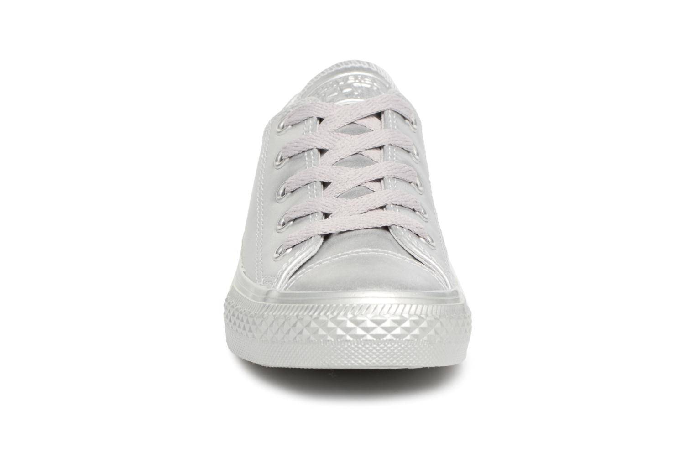 Baskets Converse Chuck Taylor All Star Metallic 357663C Argent vue portées chaussures